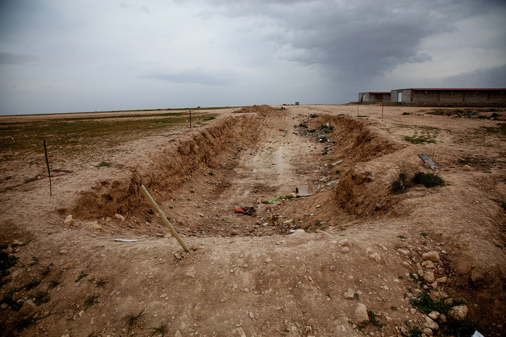 A mass grave near Khanasor town in the north of Shingal that had been discovered in February (Yusuf Sayman/BuzzFeed News)
