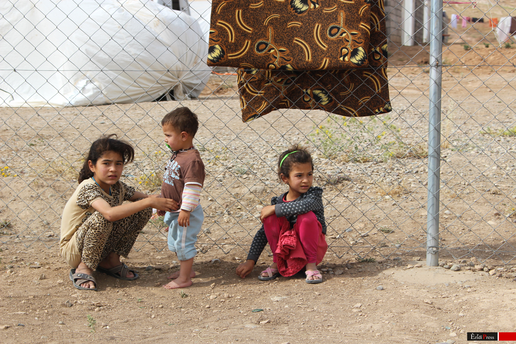 Ezidi refugee children from Shingal in the refugee camp of Esiya (EP, June, 2015)