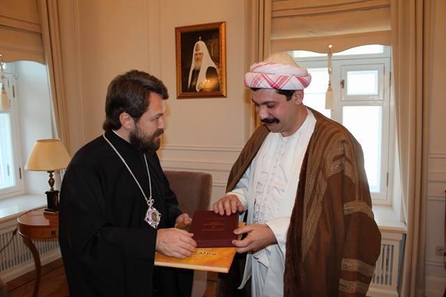 Le Métropolite Hilarion (à gauche) et Pir Bari Dimitri (à droite)