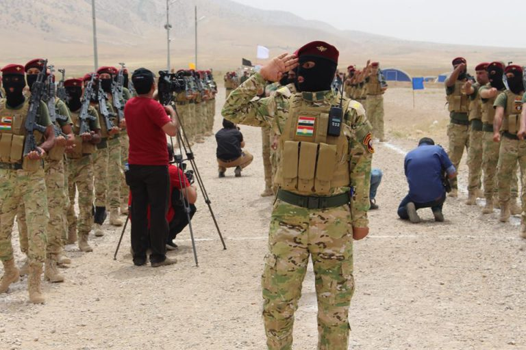 Un combattant de la milice sunnite  Hadj al-Watani à Bashiqa