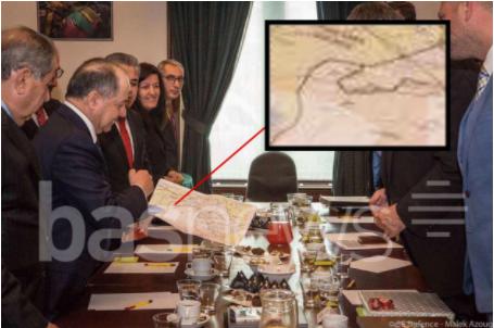 Barzani montre la carte du Kurdistan indépendant aux représentants européens