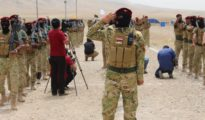 Un combattant sunnite de la milice Hadj al-Watani à Bashiqa