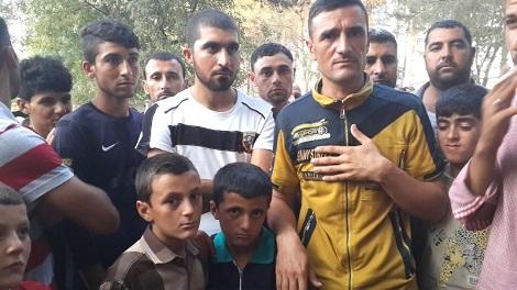 Езидский отец и его два сына, которые хотят жить в безопасной стране