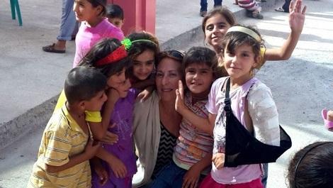 Доктор Эмми с езидскими детьми