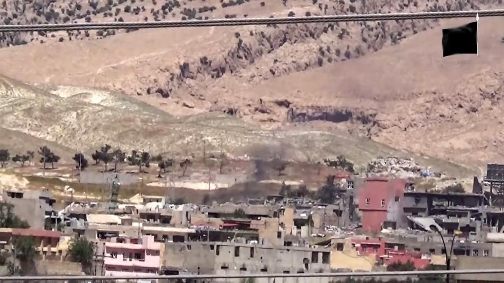 Zerstörte Häuser in Shingal im Propagandavideo der Terrormiliz IS