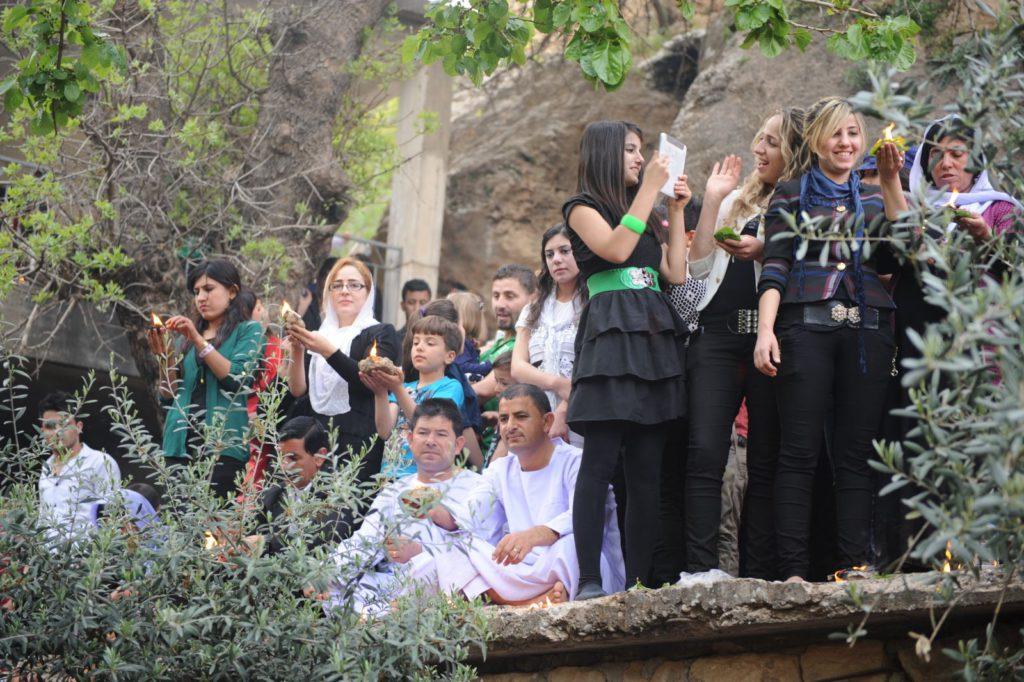 Êzîden feiern im Heiligtum Lalish gemeinsam das Fest (AA)