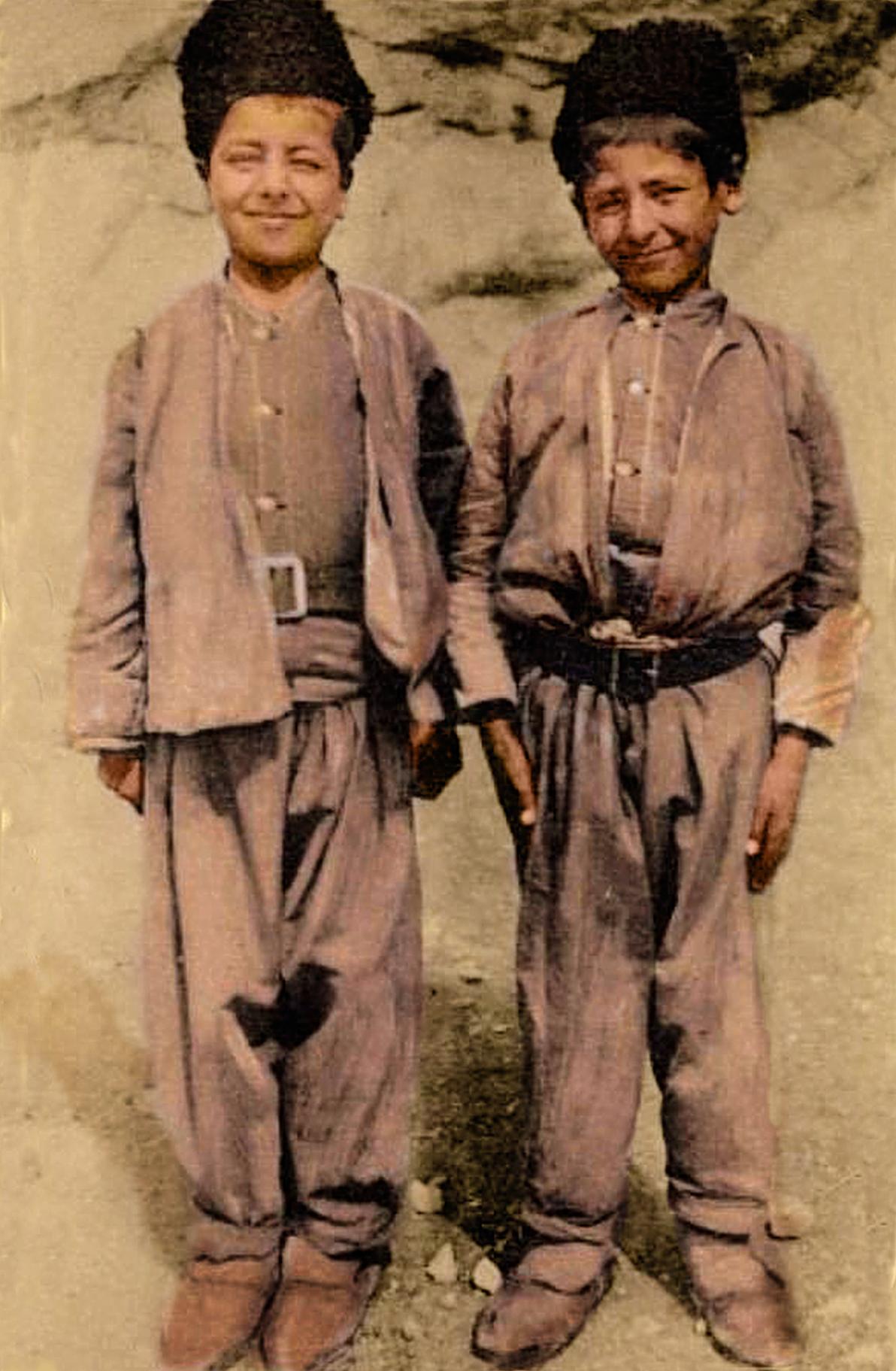 Êzîdîsche Jungen aus Kars im frühen 20. Jahrhundert