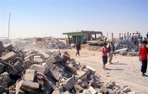 Ruinen in Til Ezer (Qataniya) einen Tag nach dem Terroranschlag (AP Photo/Mohammed Ibrahim)