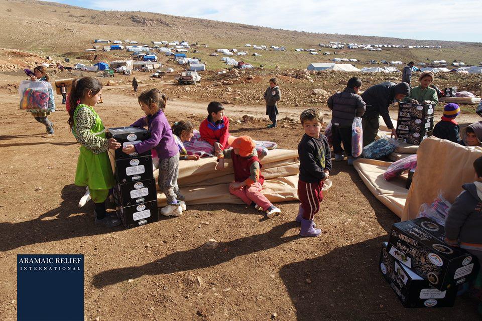 Hilfsgüter für êzîdîsche Flüchtlinge im Shingal-Gebirge (ARI)