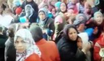 Arabische Frauen und Kinder aus Dorf Jiri