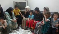 Über ein Jahr lang waren diese drei Frauen und ihre Kinder in IS-Gefangenschaft.