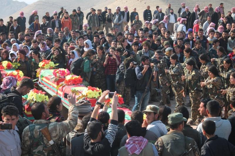 Von Peshmerga getötete êzîdîsche Kämpfer der YBŞ in Shingal beigesetzt (5. März 2017, RN)