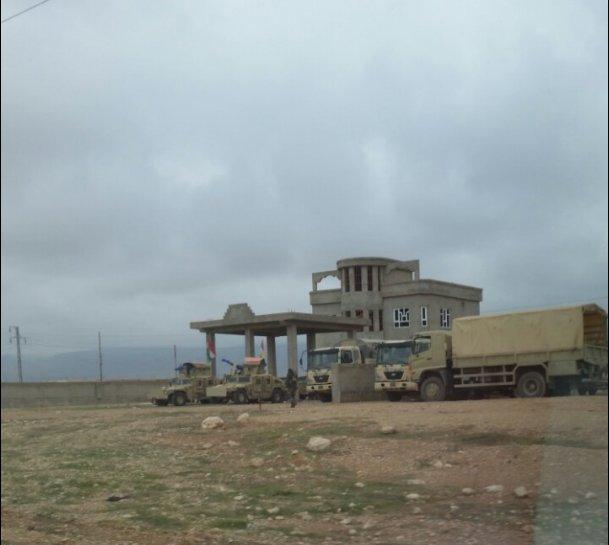 Gepanzerte Fahrzeuge der sunnitischen Peshmerga aus Zummar in Shingal (Matthew Barber)