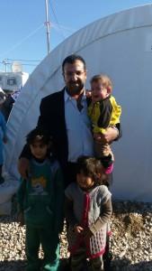 Aus der IS-Gefangenschaft befreite Kinder und S. Dinayi