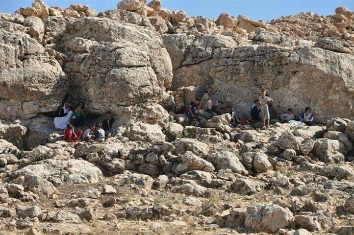 Êzîdîsche Flüchtlinge suchen im Shingal-Gebirge Schutz (4. Aug. 2014)