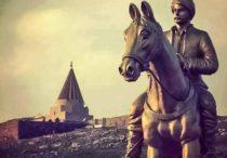 Statue zu Ehren Ezidi Mirza im Dorf Baschiqa, vom IS zerstört