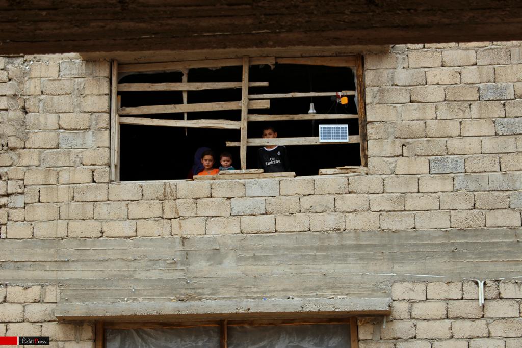 Flüchtlingskinder aus Shingal in einem Rohbau nahe Semel, Duhok.