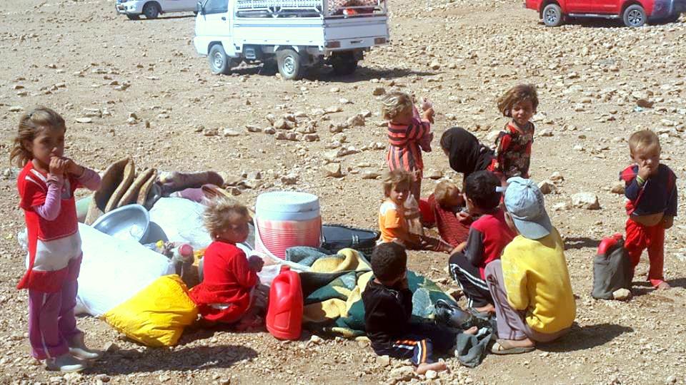 Êzîdîsche Flüchtlinge im Shingal-Gebirge: Die brütende Hitze macht den Menschen auch fast ein Jahr nach dem Völkermord zu schaffen