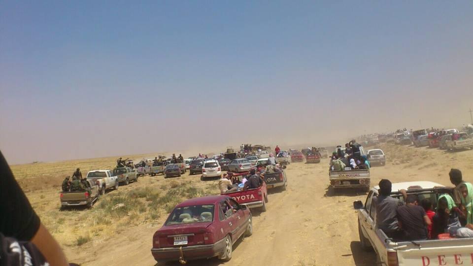 Flüchtende Peshmerga überholen Zivilisten in Shingal