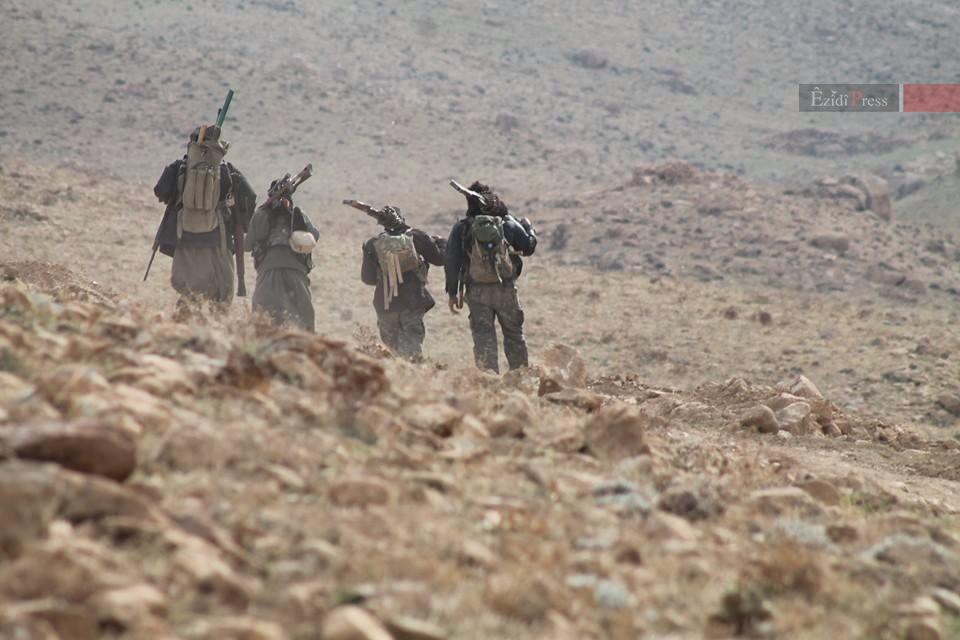 HPG-Kämpfer auf dem Shingal-Gebirge