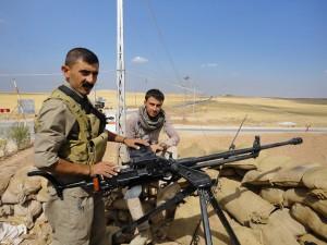 Faysal Rarbî (li.), HPŞ-Kämpfer in Shingal