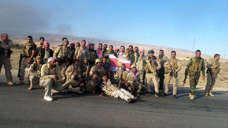 Kämpfer der êzîdîschen Verteidigungseinheit Shingals am 12. November während der Eroberung der Schnellstraße in Shingal
