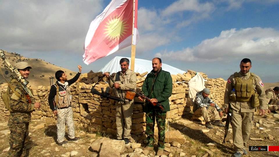 Kämpfer der Verteidigungseinheit Shingals (HPŞ) an der Shingal-Front am 12. November 2015
