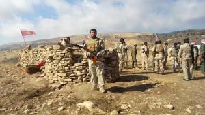 Kämpfer der HPŞ und der Shingal/Allianz an der Front in Shingal
