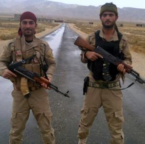 Êzîdîsche Widerstandskämpfer halten nahe der Pilgerstätte Sherfedîn  wache
