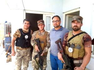 Hassan Ashwor mit Kämpfern der christlichen NPU im Nordirak