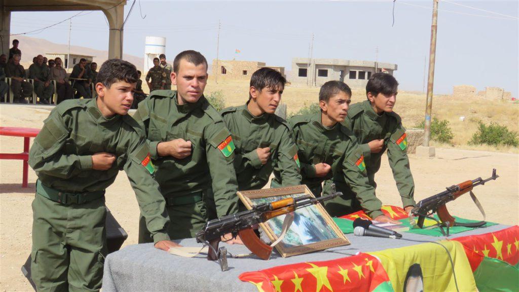 Rekruten der Sicherheitskräfte Êzîdxans legen ihren Eid ab (ANF)