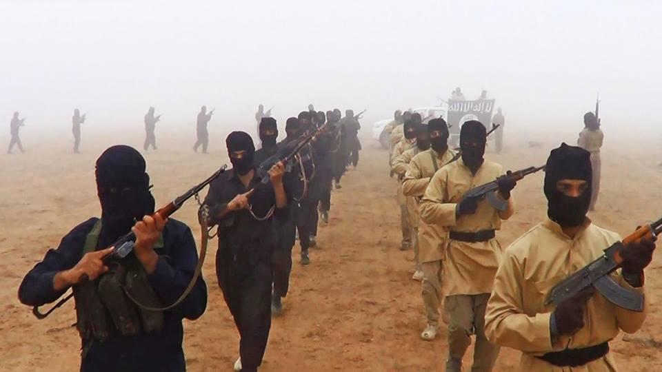 Terroristen des Islamischen Staat in einem Ausbildungslager
