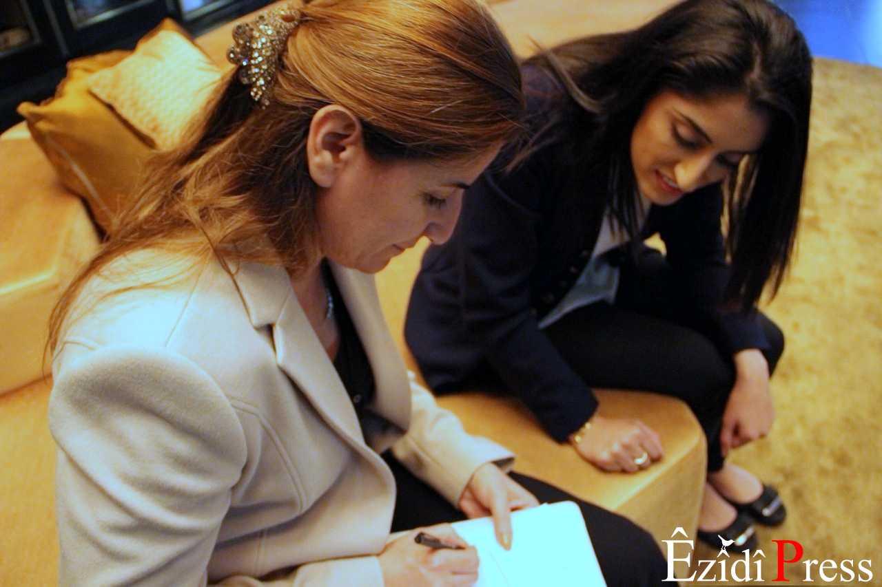 êzîdîPress Redakteurin Parî Îbrahim mit Vian Dakhil