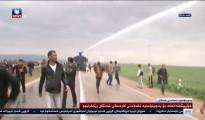 Polizei und Sicherheitskräfte rücken mit Schlagstöcken und Wasserwerfern gegen Demonstranten in Akrê vor