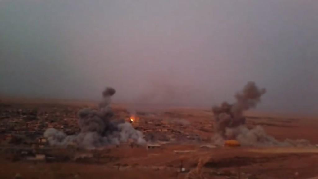 Luftschläge der Koalition gegen Stellungen des IS im Norden der Stadt-Shingal vom 24. Juli 2015