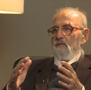 Mîr Tahsîn Saîd Alî Beg, weltliches Oberhaupt der Êzîden, im Interview mit der BBC (BBC/YT)