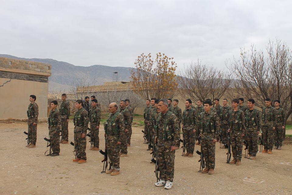 Neue Kämpfer der Widerstandseinheit Shingals (YBŞ) in Shingal (14. Januar 2016)