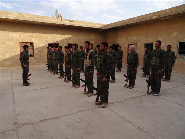 Neue Kämpfer der YBŞ Einheit