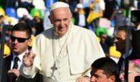 Ankunft Papst Franziskus im Stadion der georgischen Hauptstadt Tiflis (AFP)