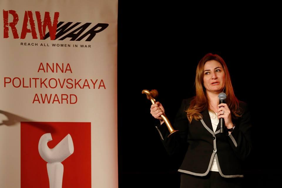 Vian Dakhil bei der Verleihung des Frauenrechtspreises RAW in WAR