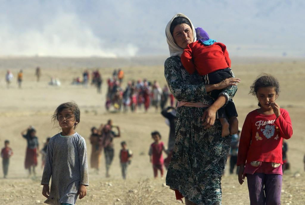 Êzîdîsche Mutter und Kinder auf der Flucht vor den IS-Terroristen in Shingal (Rodi Said/Reuters)