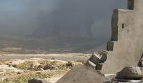 Rauchwolke über der Stadt Shingal nach Luftschlägen der Koalition gegen den IS (Archivbild)