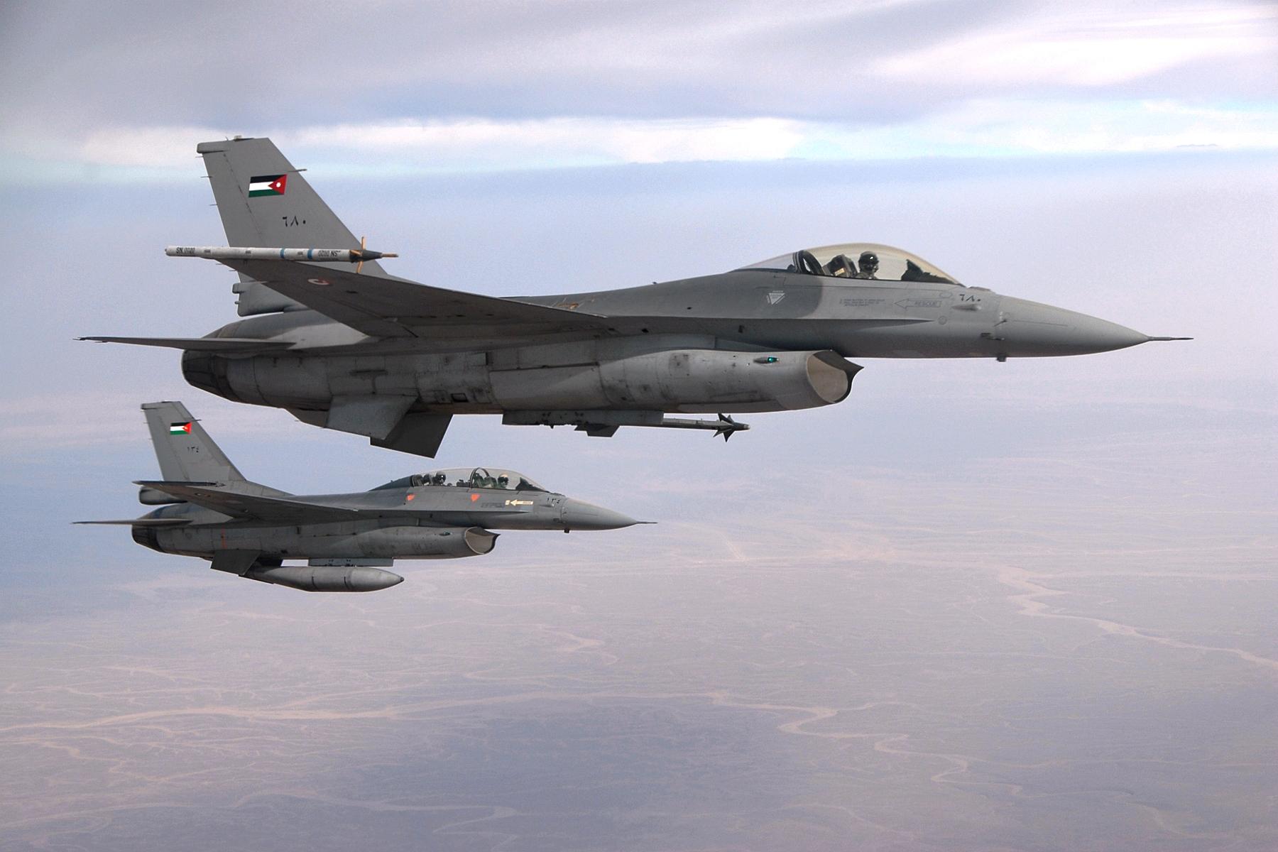 Jordanische F-16 Kampfjets, die im Kampf gegen den IS eingesetzt werden (U.S. Air Force)
