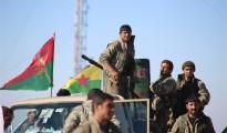 Kämpfer der êzîdîschen YBŞ und der Volksverteidigungseinheit YPG in Shingal (Nov. 2015/ANF)