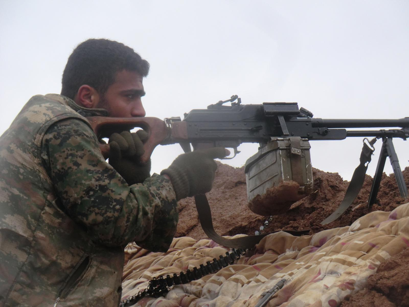 Êzîdîscher YBŞ-Kämpfer in Shingal (YBŞ/YJŞ)