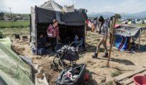 Êzîdîsche Flüchtlinge im einem improvisierten Flüchtlingslager in Idomeni, Griechenland (Giacomo Sini)