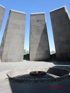 """""""Zizernakaberd"""" - Denkmalkomplex zum Gedenken der Opfer des Völkermords an den Armeniern in Yerevan/Armenien"""