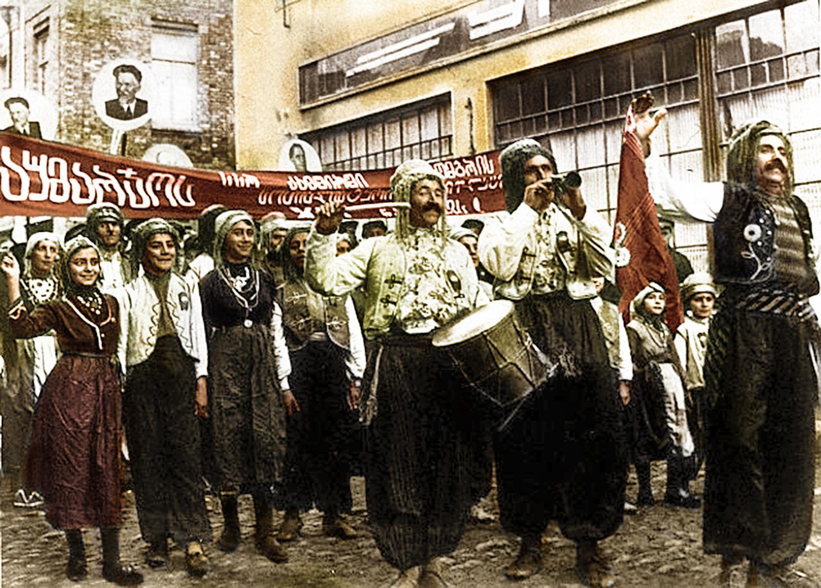 November 1938, Demonstration von Êzîden zu Ehren der Oktoberrevolution in Tiflis
